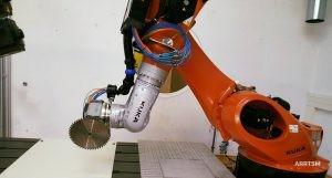 Sägen mit CNC-Roboter Kuka KR 600
