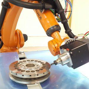 Entgraten mit Roboter Kuka KR 300